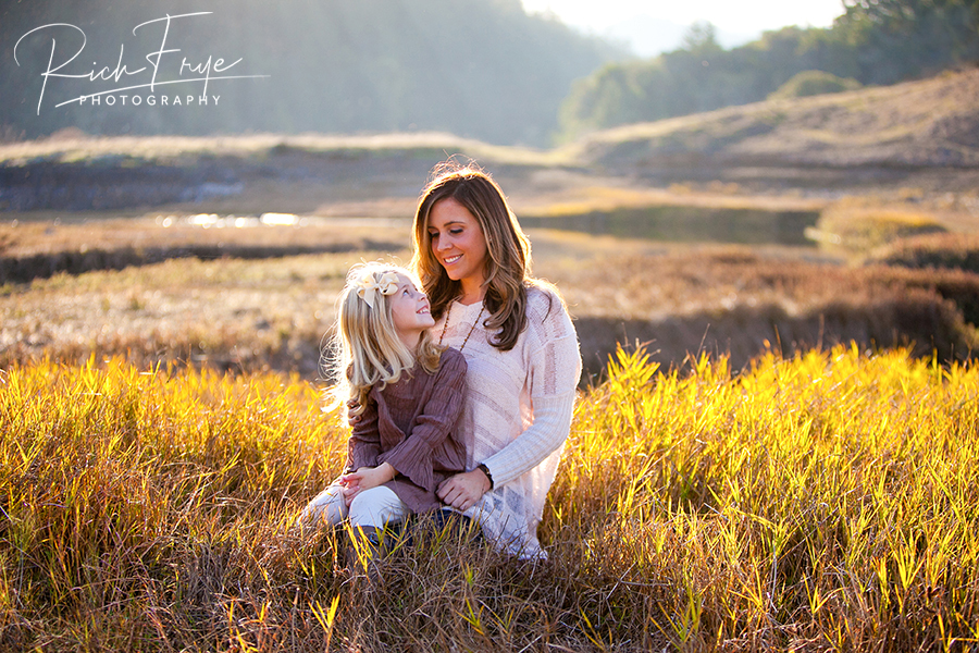 Marin-County-Family-Portraits-in-Fields-Nature