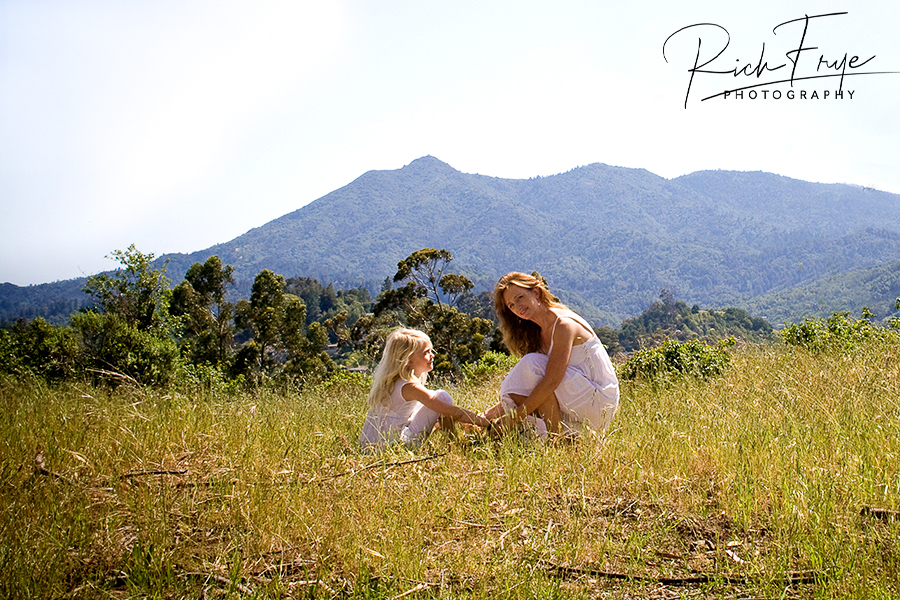 Mother-Daughter-Family-Portraits-in-Nature-Marin-County